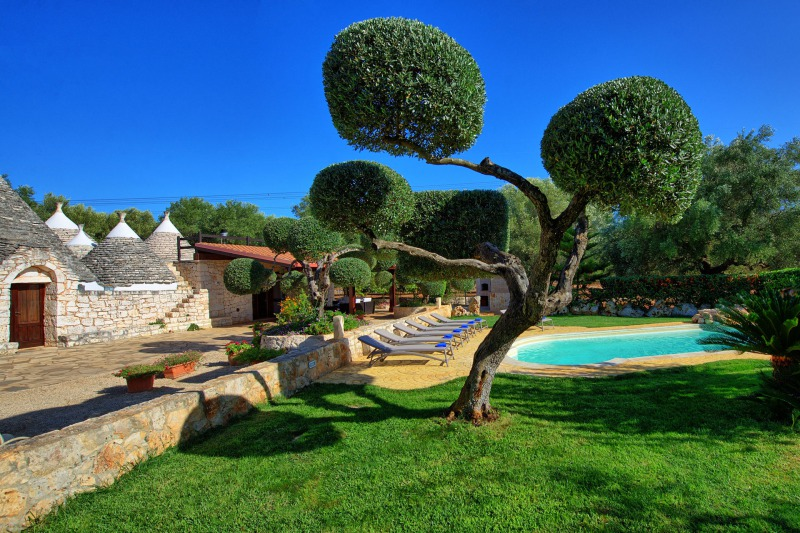 trullo with garden