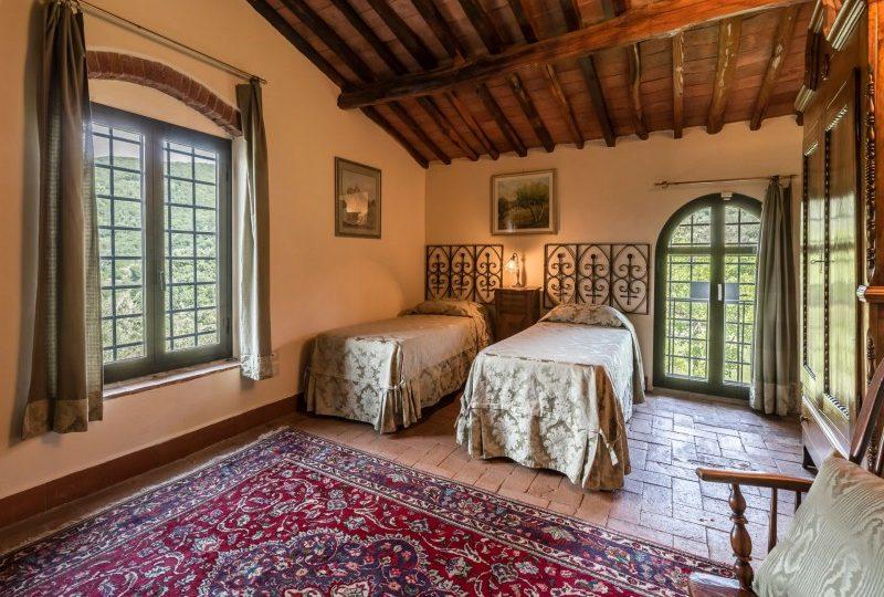twin bedroom tuscan villa