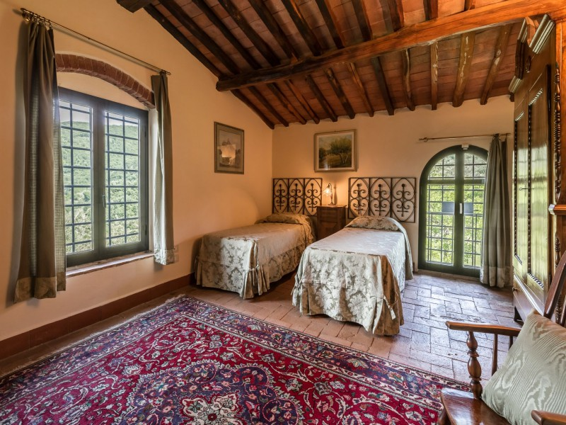 twin bedroom tuscan villa