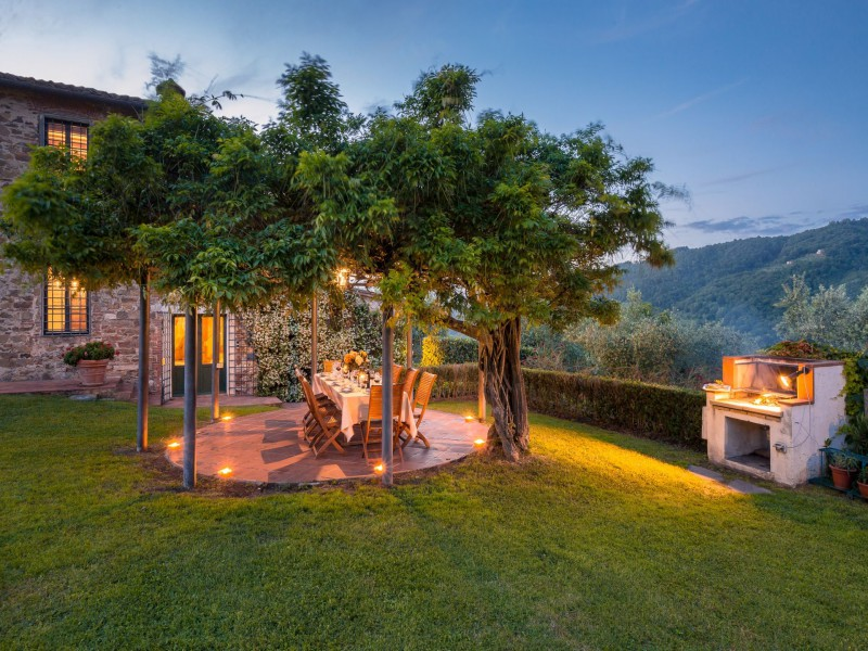 garden with views tuscan villa