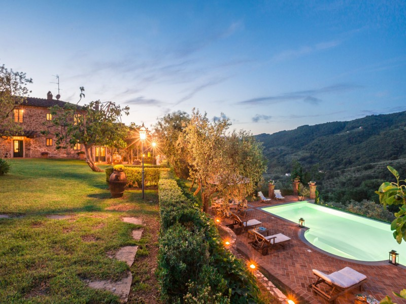 country house with pool in tuscany