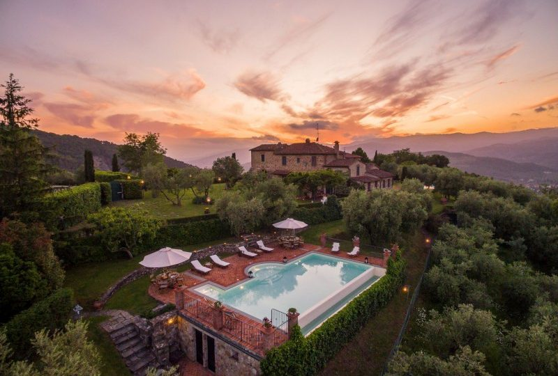 luxury country house with pool in tuscany