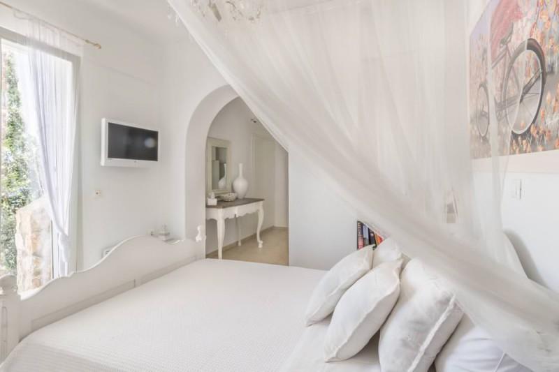 double bedroom luxury santorini villa for rent