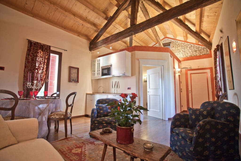 dining room Luxury villa for rent in Prosecco area