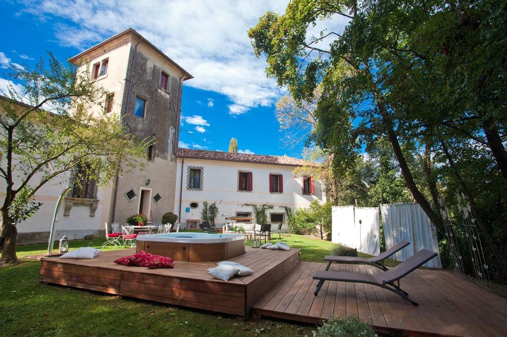 jacuzzi area Luxury villa for rent in Prosecco area