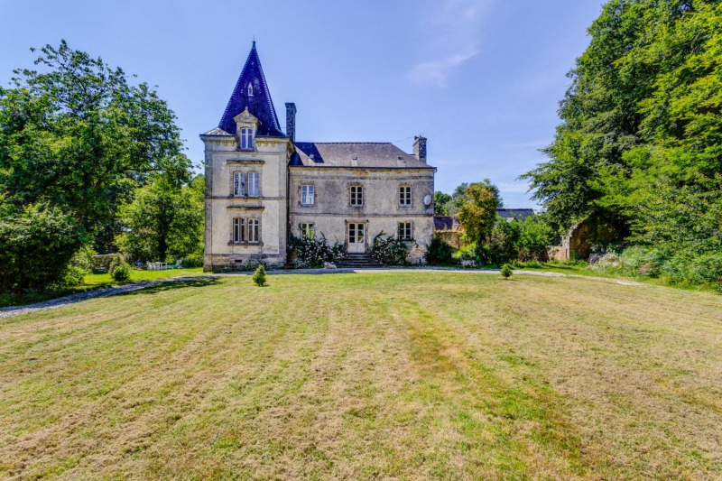 private castle for rent in Brittany