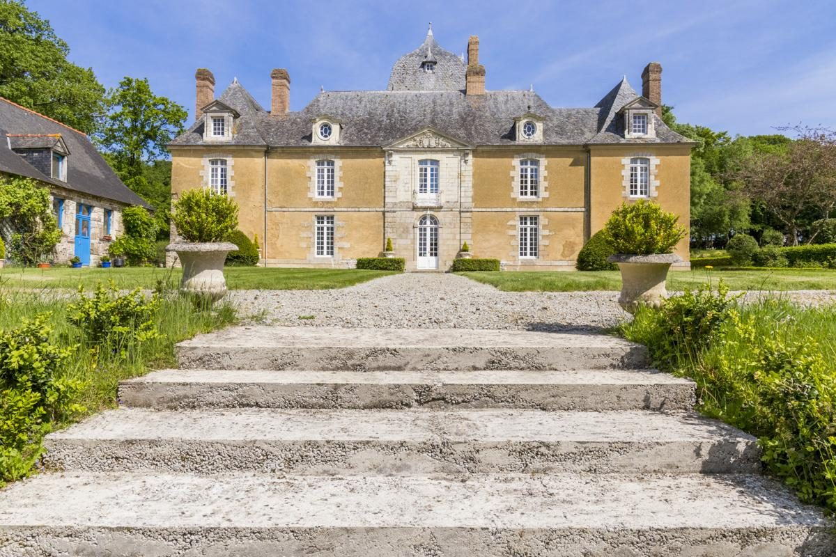luxury castle in brittany for rente