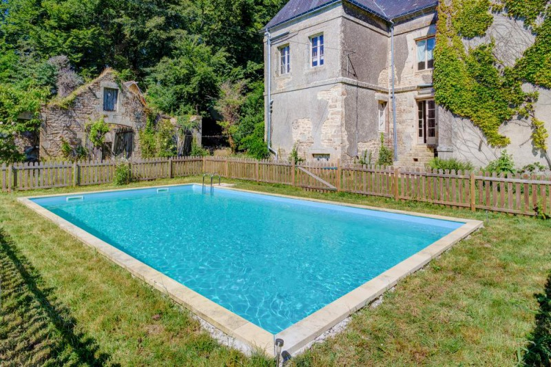 pool private castle for rent in Brittany