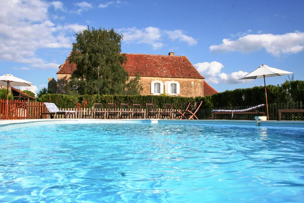 pool in a large manor country house in Burgundy France for rent