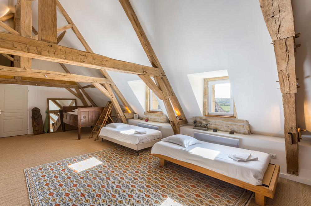 mezzanine room large manor country house in Burgundy France for rent