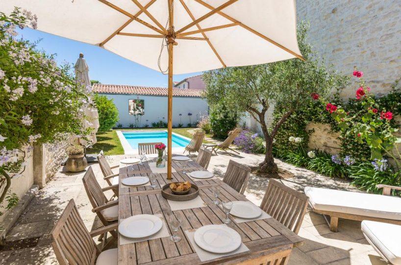 outdoor dining area Ile de re private villa for rent France