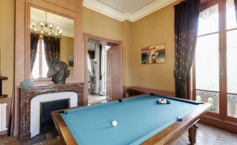Snooker pool Luxury Chateau Burgundy France