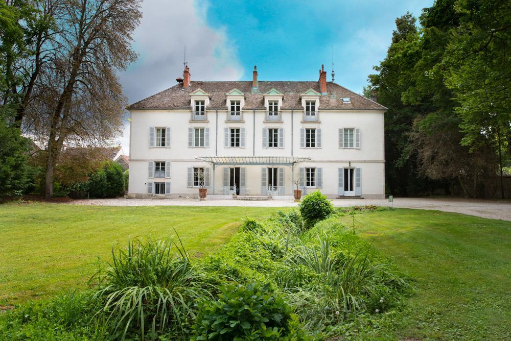 Chateau 3 Mersault | 8 Bdr | Burgundy