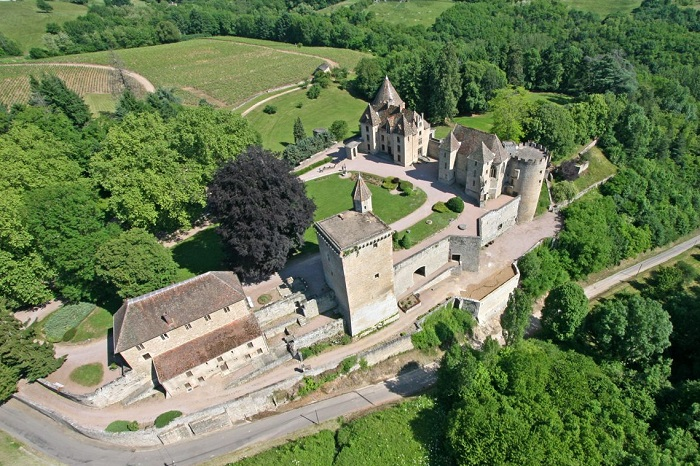Chateaux to visit in Burgundy France