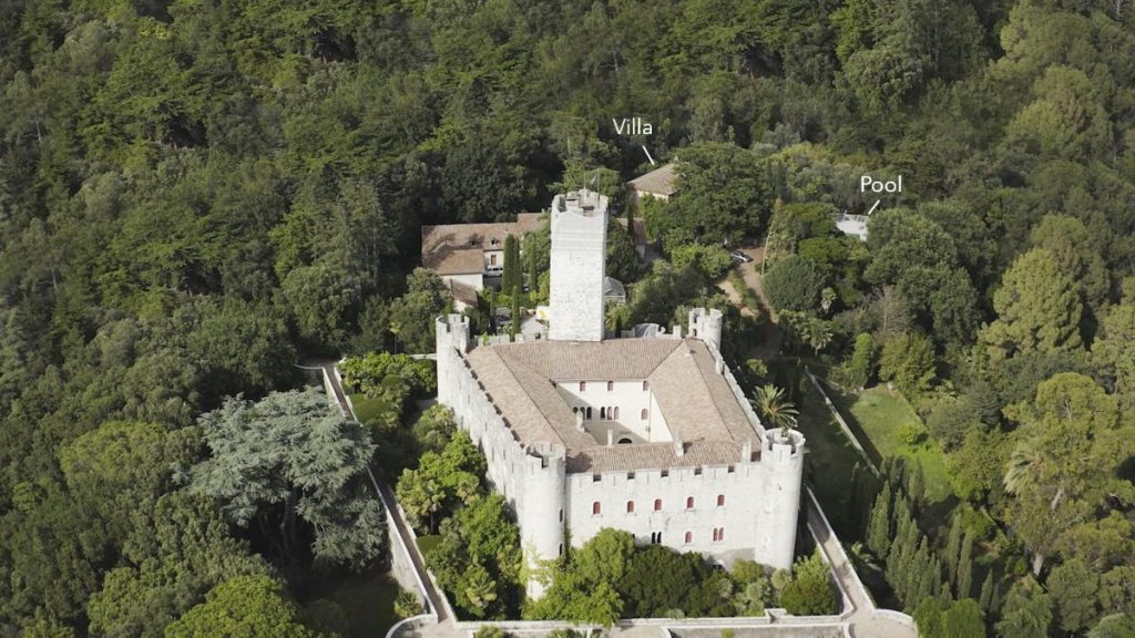 Castle and Villa Location of this Nice villa