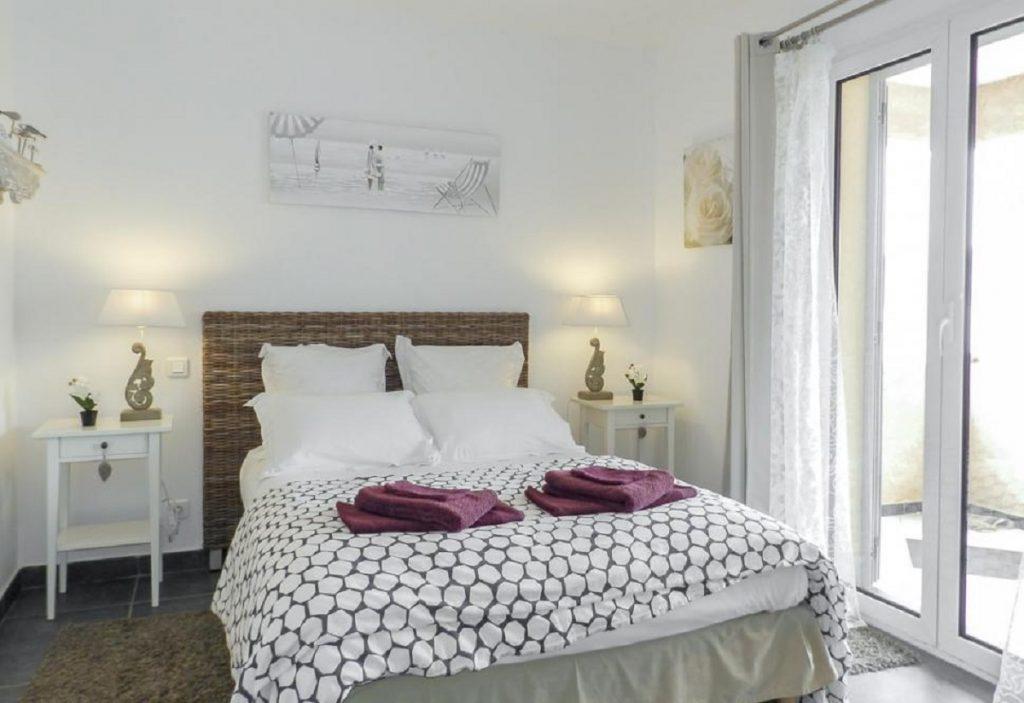 Ensuite bedrooms Family-friendly beach villa in Corsica