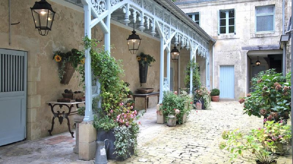 Large Castle to rent in Loire Vallet