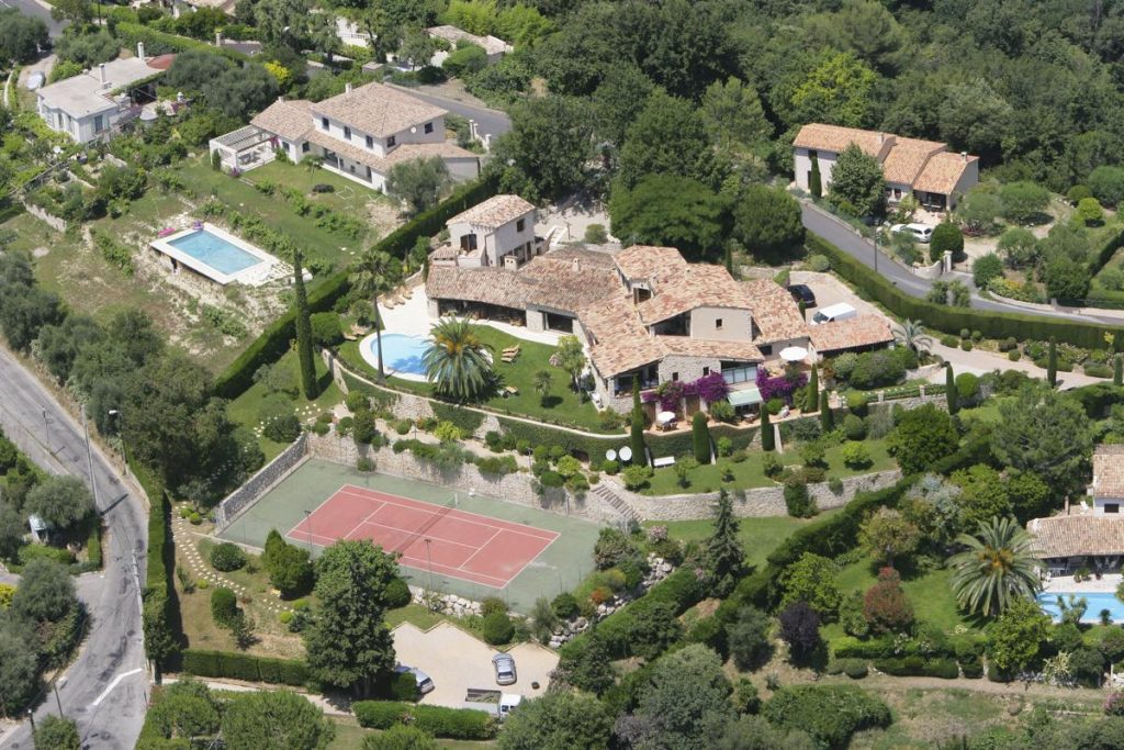 Large group villa From above with pool views Nice