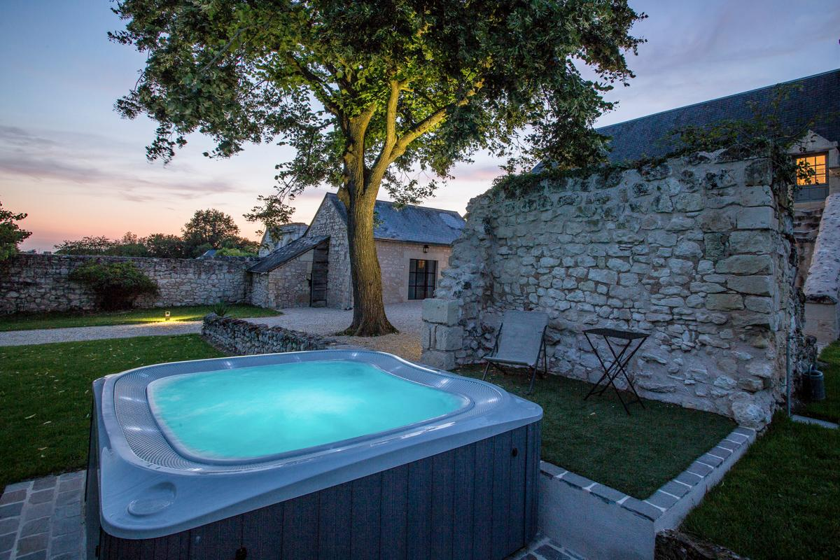 Vacation rental in Loire valley hot tub