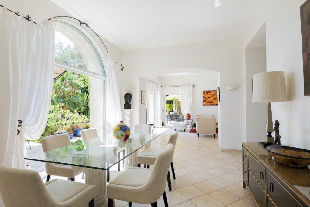 Villa dining room open plan