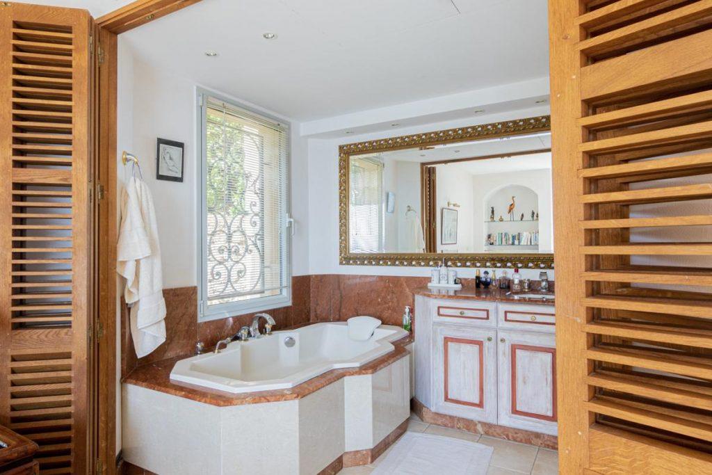 Bathroom of the French riviera villa rental
