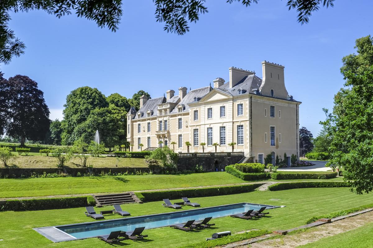 Luxury villa Château de L'Empereur outdoor pool