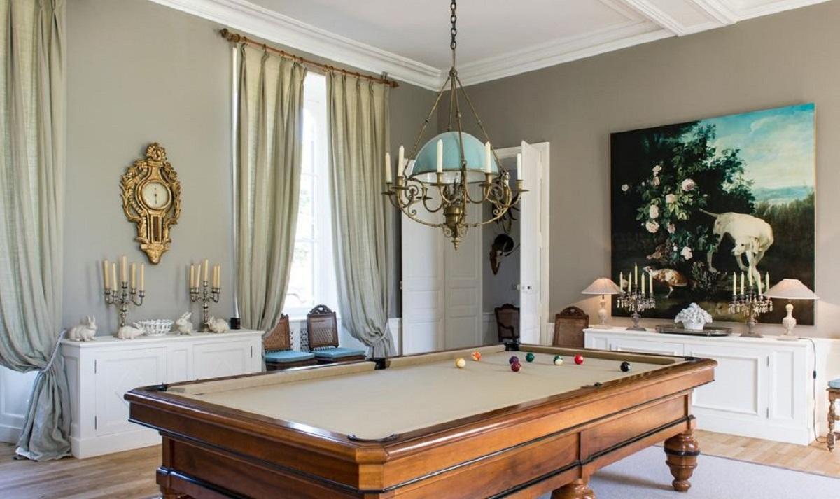 |Billiard room pool table