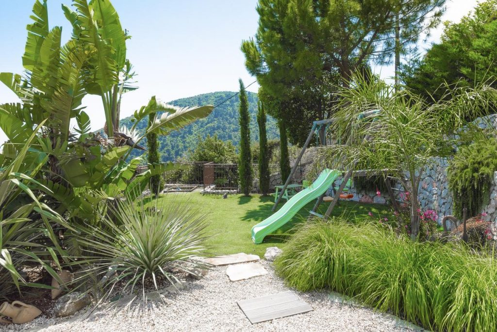 Gardens and childrens outdoor play area