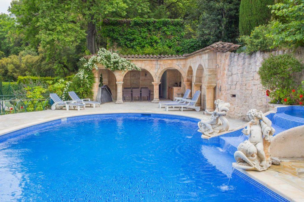 Swimming pool of Cannes villa