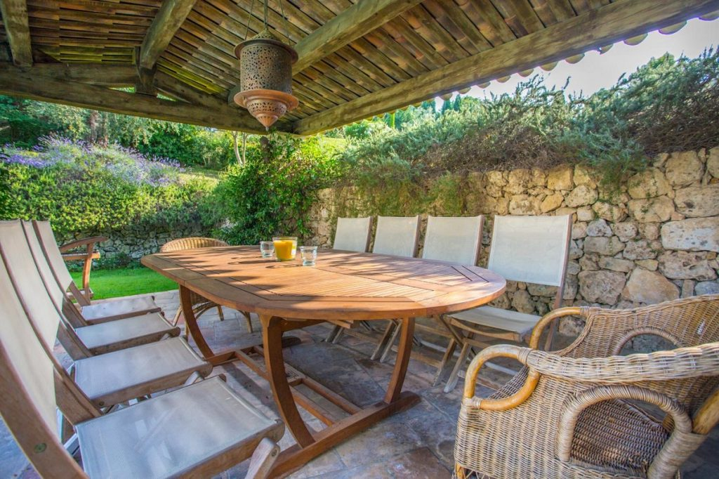 Dining table pool area Barbeque in Cannes Villa