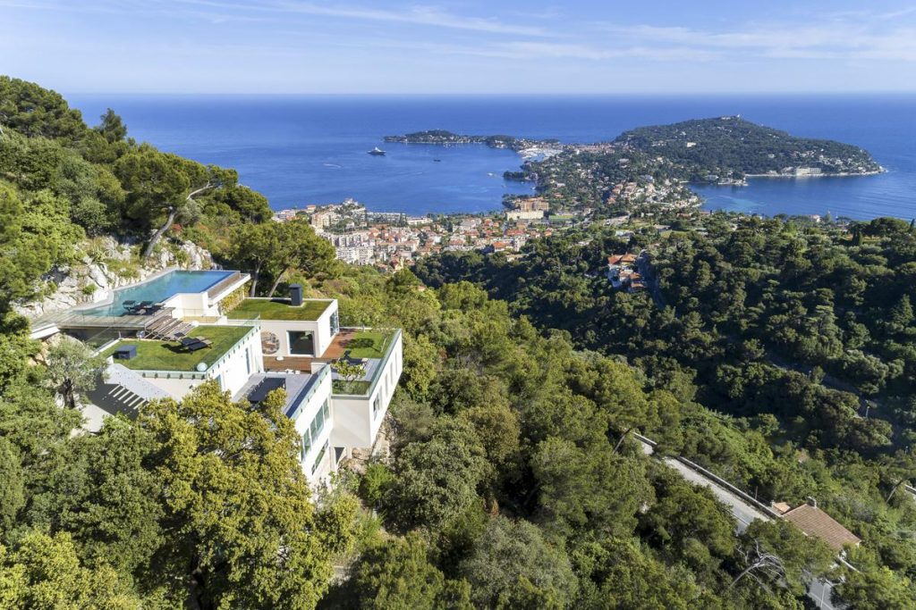 Villa in the south of France with a private pool near the beach