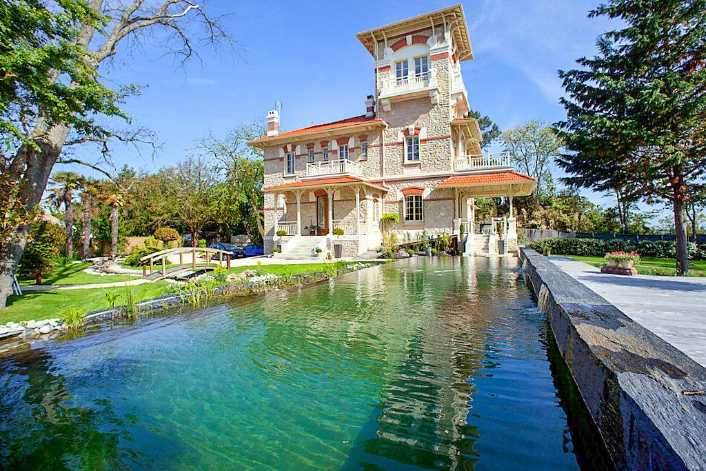 House Beach villa near Bordeaux, in Andernos-Les-Bains / Lanton area, Nouvelle-Aquitaine with private pool