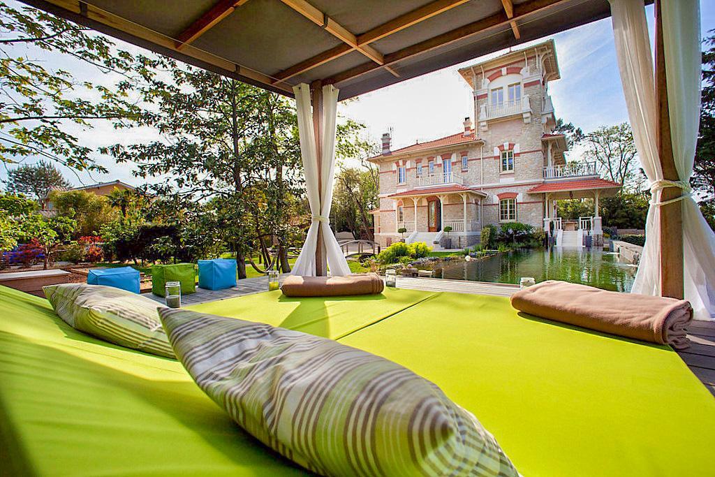 Beach villa near Bordeaux, in Andernos-Les-Bains / Lanton area, Nouvelle-Aquitaine with private pool