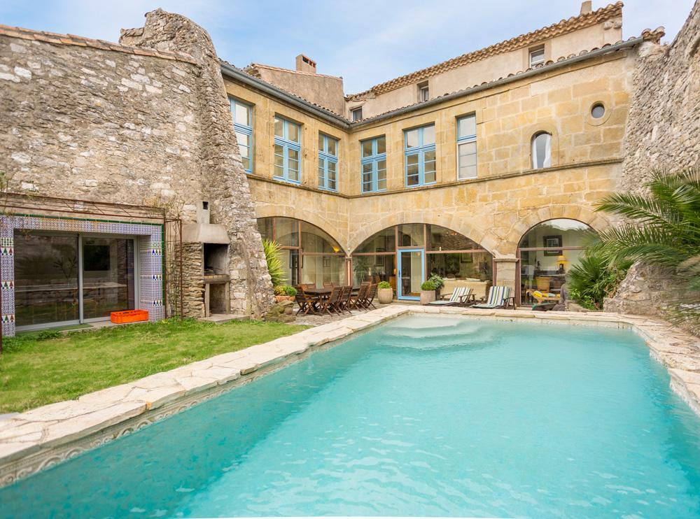 Castle Swimming pool holiday accommodation near Carcassonne, Languedoc-Roussillon