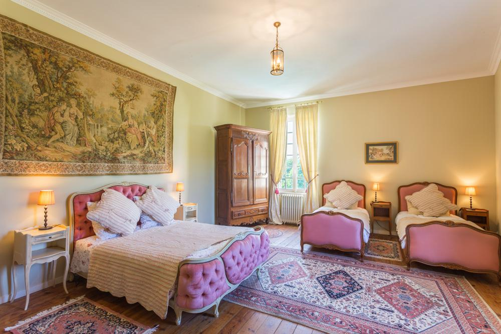 Large ensuite double twin bedrooms