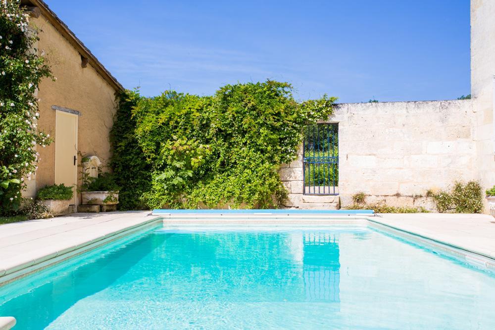 Child Safe pool villa rental in St Emilion