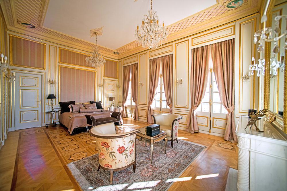 Large ensuite bedrooms villa in Grasse france