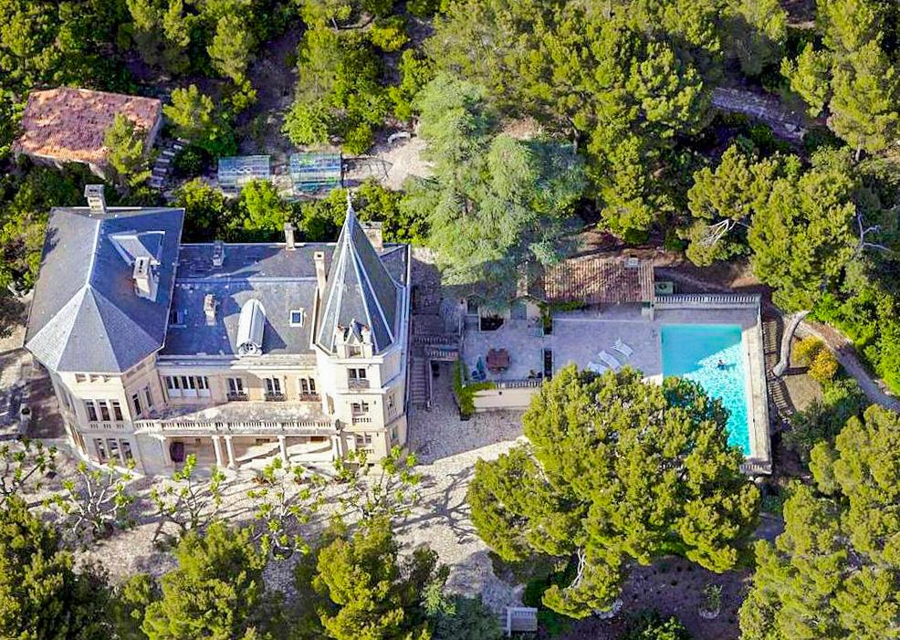 pool of chateau rental in Avignon, Provence