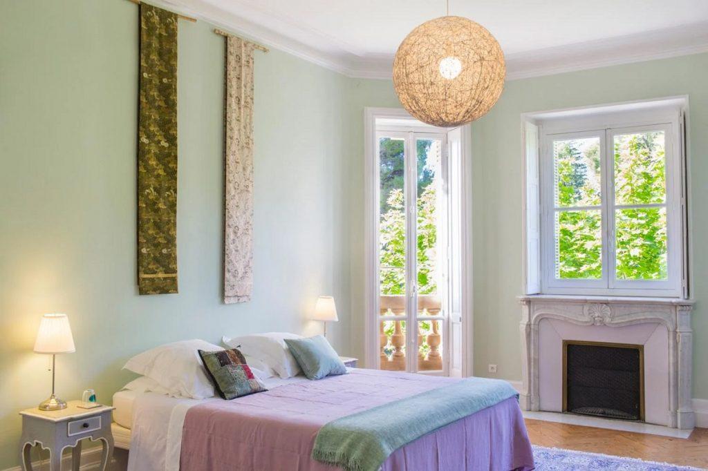 en-suite double bedroom of villa in Provence, Avignon