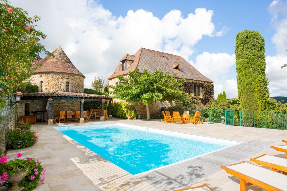 Villa outdoor with pool in Dordogne