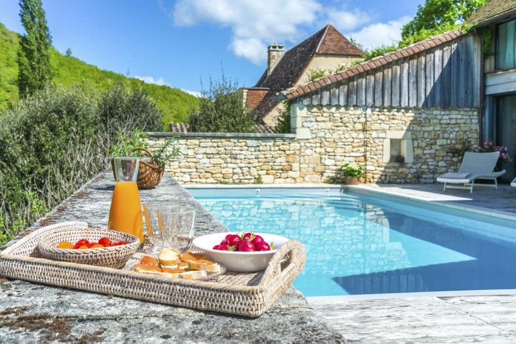 main villa and pool outdoors villa in dordogne with a heated pool