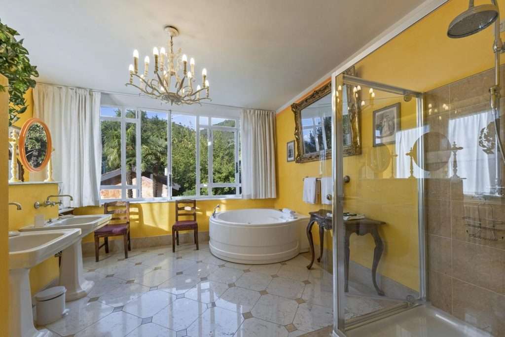 Double bedroom with Jacuzzi hot tub in the villa lake Como