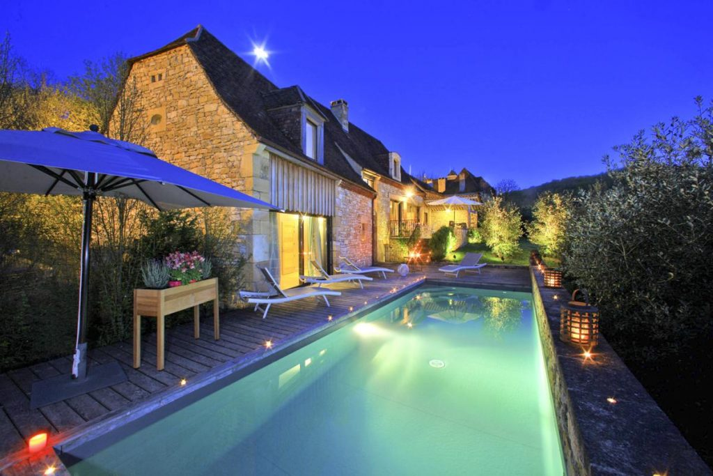 Jeated Swimming pool by night