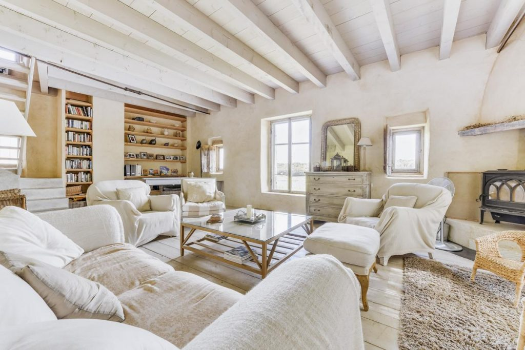 Interior living area Villa with a Pool in Uzes, Languedoc