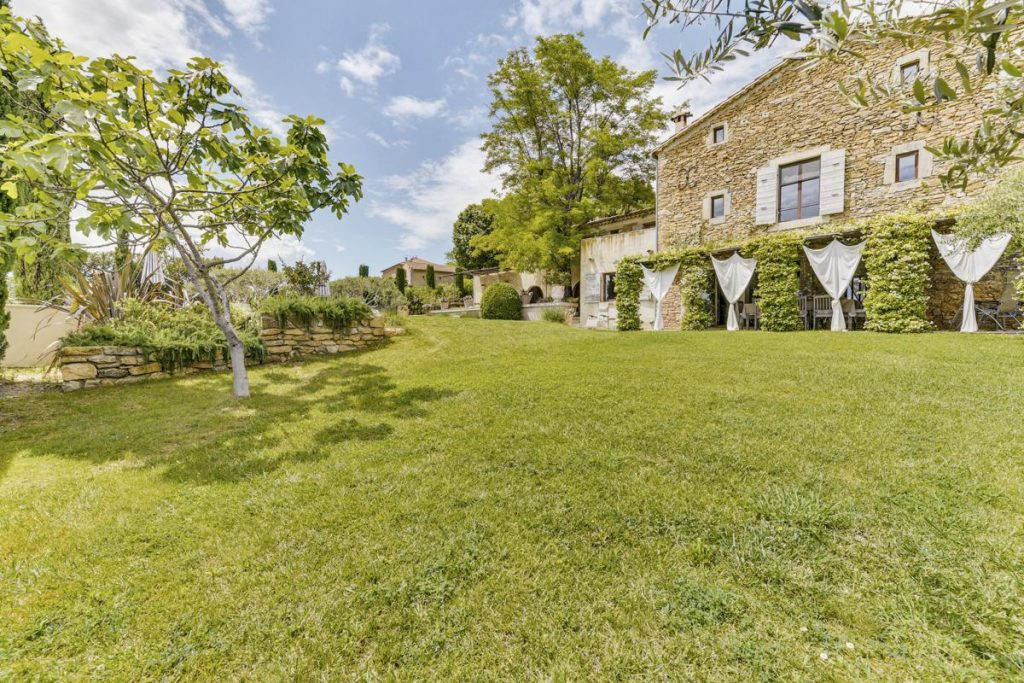 Gardens ENtrance area Villa rental with a Pool in Uzes, Languedoc