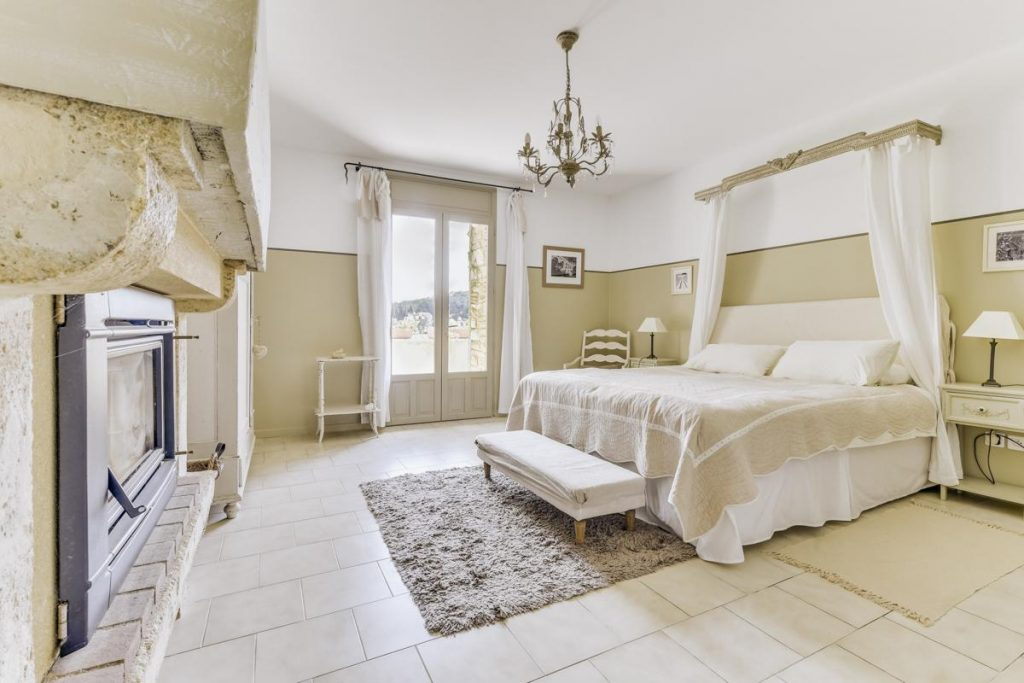 Bedrooms master Villa with a Pool in Uzes, Languedoc