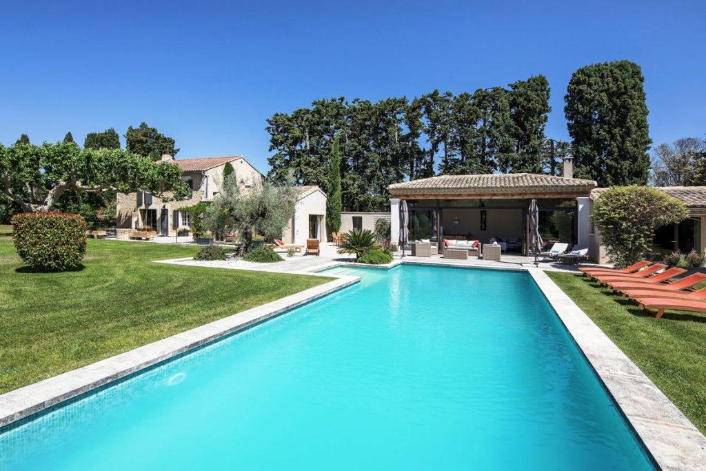 outdoor pool Provence family villa rental in Avignon