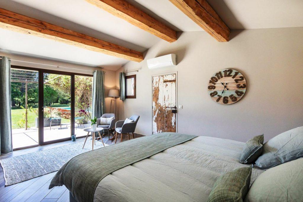 Large en suite bedroom of the villa in Avignon Provence