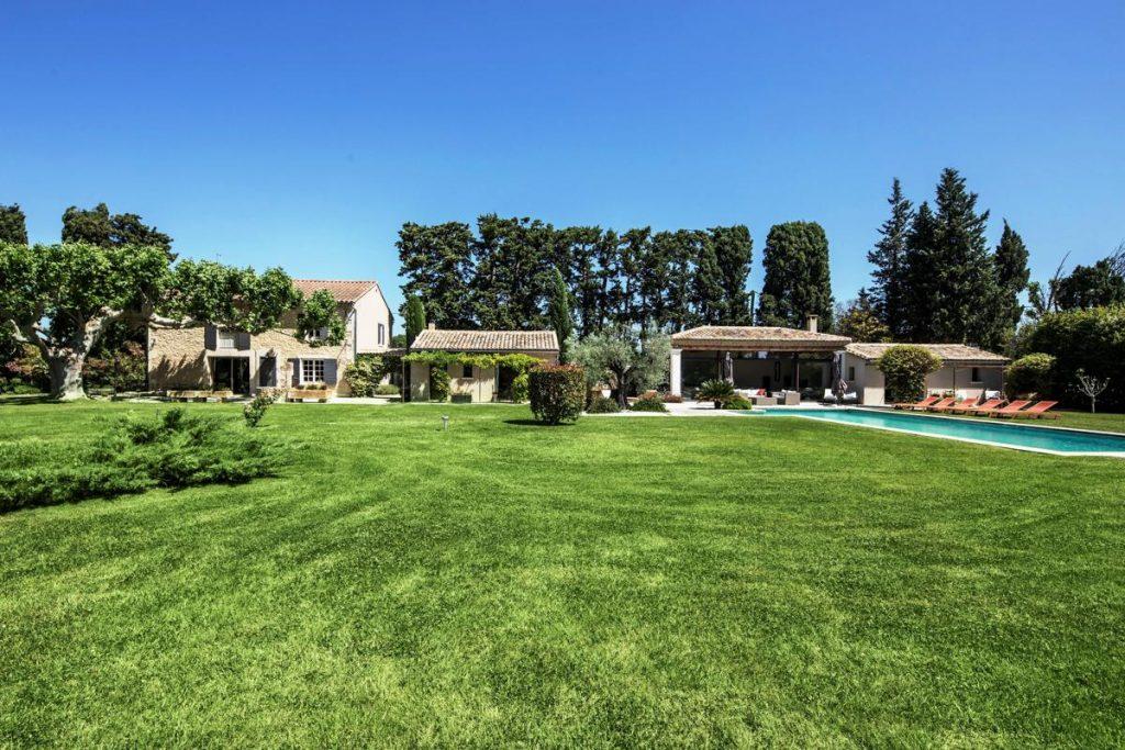 outdoor grounds Provence family villa rental in Avignon
