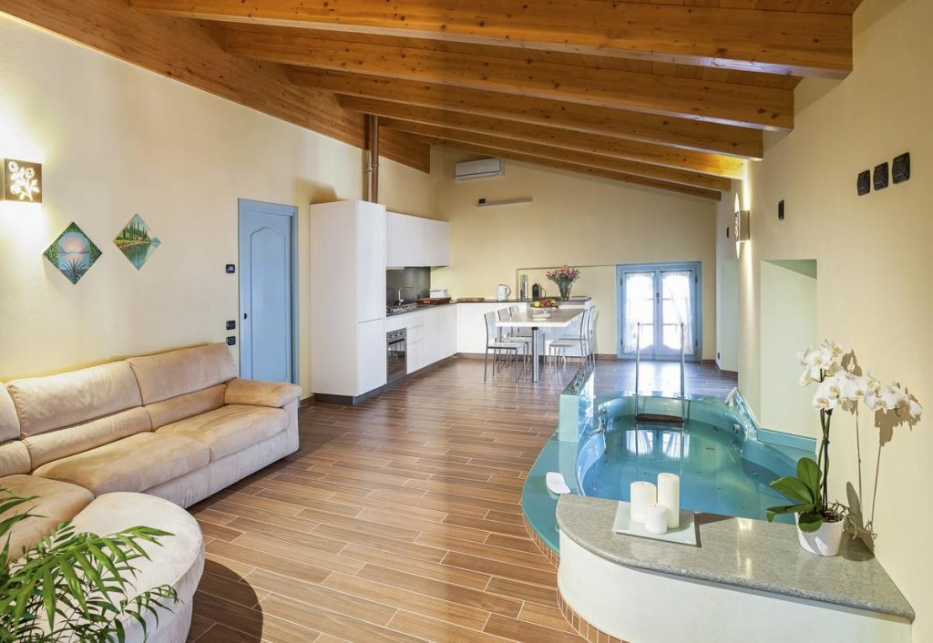 Bedroom Loft Apartment with Hot tub